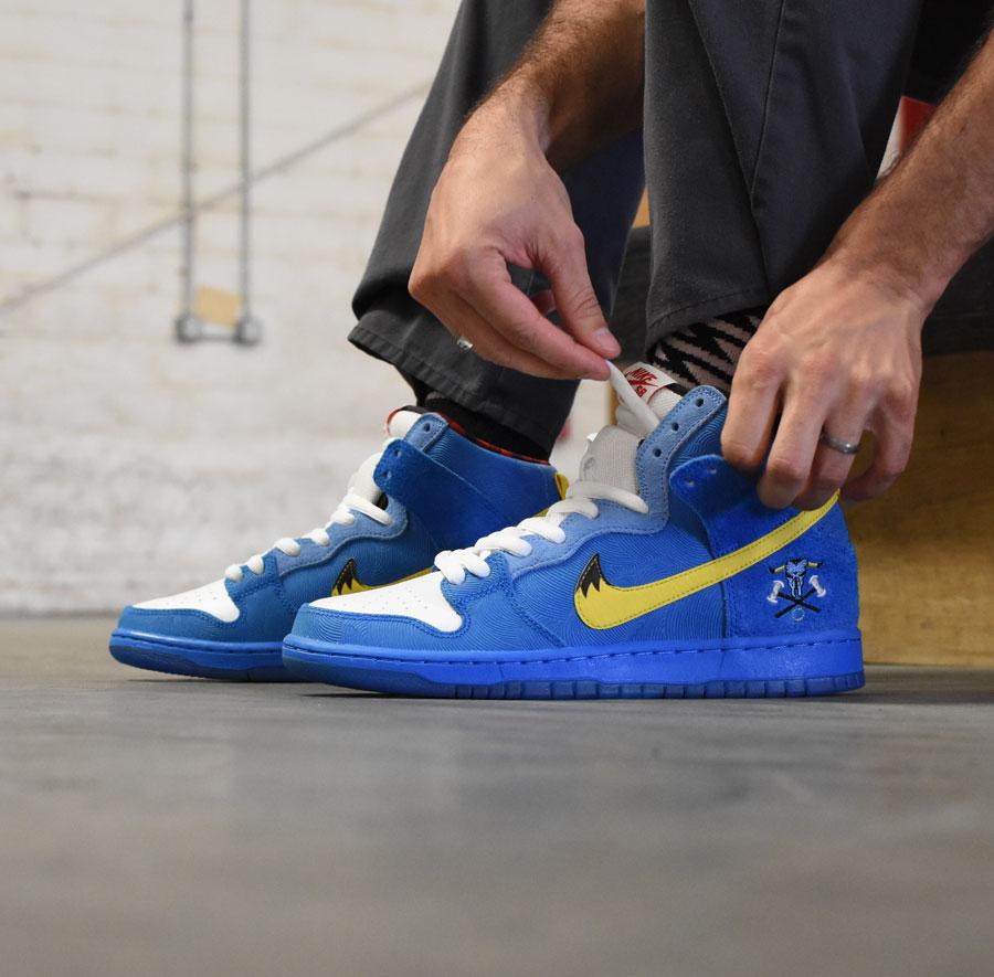 Nike SB Familia Dunk High in Stock